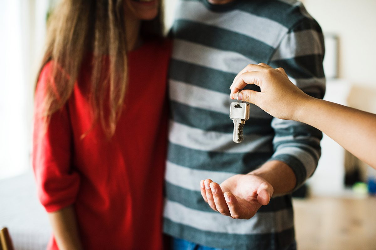 Couple wins auction with buyers advocate